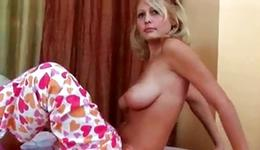 Fair-haired moll allowed u watching on her superb pleasing breasts